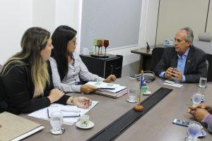Em reunião no Creci-SE, a diretora Fátima Sobral e os consultores da Estácio, Ilka Castro e Alisson Pinto